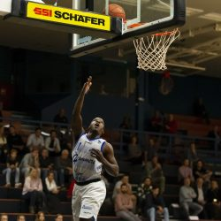 WEERT, NETHERLANDS - SEPTEMBER 29:  Naba Echols of Hammers, Jef de Vries of BAL during the BNXT League basketball match between BAL and Landstede Hammers at sports hall Boshoven on September 29, 2021 in Weert, Netherlands (Photo by Frank Kerbusch/Orange Pictures)